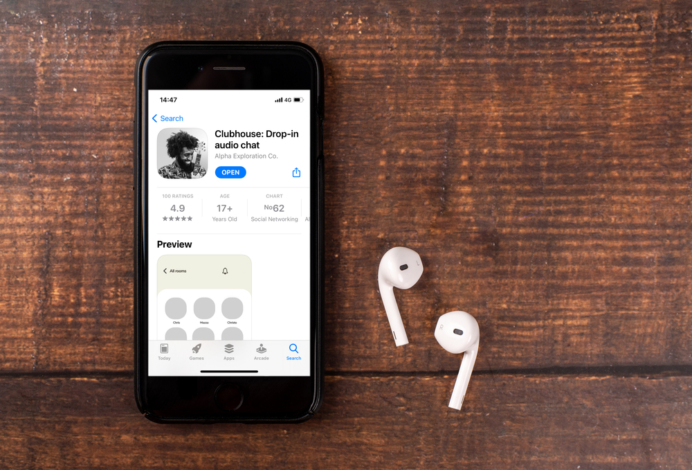 Clubhouse app and earpods