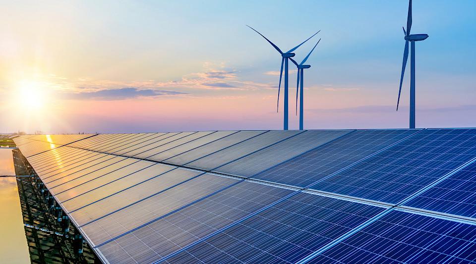 wind_solar_energie_nachhaltig_esg_shutterstock_hrui.960x533